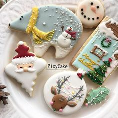 25 Christmas Sugar Cookie Tutorials and Inspiration! - Queens Cake Creations 25 Christmas Sugar Cookie Tutorials and Inspiration! Christmas Sugar Cookies, Christmas Sweets, Noel Christmas, Holiday Cookies, Christmas Candy, Christmas Baking, Christmas Gingerbread, Christmas Parties, Gingerbread Cookies