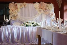 How To Use Giant Paper Flowers At Your Wedding 32 – Fiveno Paper Flower Backdrop Wedding, Paper Flower Decor, Paper Backdrop, Large Paper Flowers, Wedding Paper, Floral Wedding, Wedding Flowers, Backdrop Ideas, Wedding Background