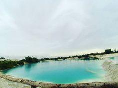 @Regrann from @murniast -  Danau Kaolin tak jauh letaknya dari pusat kota Tanjung Pandan.  Bekas galian tambang ini di reboisasi kembali.  #indonesia #belitung #Regrann Belitung, Paradise, River, Places, Instagram Posts, Outdoor Decor, Rivers, Lugares, Heaven