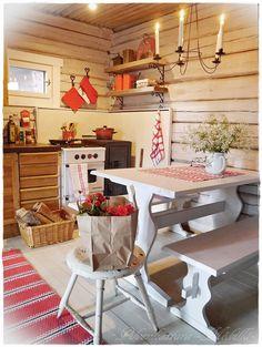 PIENI PILVENHATTARA Decor, Kitchen Dinning Room, Scandinavian Kitchen, Cozy Kitchen, Cozy House, Luxury Decor, Cottage Design, Scandinavian Cabin, Cottage Kitchens