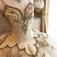 The latest dancewear and high-ranked leotards, move, touch and ballerina shoes, hip-hop clothing, lyricaldresses. Tutu Ballet, Ballet Dancers, Ballerina Shoes, Tutu Costumes, Ballet Costumes, Dance Outfits, Dance Dresses, Party Dresses, La Bayadere