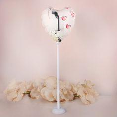 Balon w kształcie serca z nadrukiem pary i serc. Nadruk wykonany na balonie jest wodoodporny.