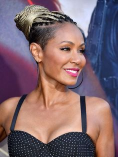 Autumn hair colours: Jada Pinkett Smith with ice cool hair Shaved Side Hairstyles, Pulled Back Hairstyles, Mohawk Hairstyles, Blonde Short Hair Pixie, Fall Hair Colors, Hair Colours, Frauen Mittleren Alters, Braids With Shaved Sides, Curly Hair Styles