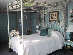 Scarlett O'Hara guests suite at the Berry Patch Bed and Breakfast - Amenities include Full bath with soaking tub, mini refrigerator, Cable TV, DVD player, free Wi-Fi and ample closet space to compliment this classic room. Room price includes a full breakfast each morning.