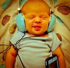 La musique apaise Bébé et le rend heureux !