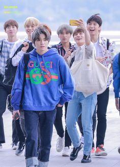 Nct Taeil, Nct Johnny, Boy Photography Poses, Funny Kpop Memes, Nct Taeyong, K Idol, Winwin, Jaehyun, Nct Dream