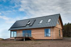 This holiday home on the west coast of Scotland features three neo rooflights.