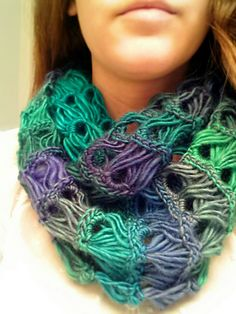 Crochet your very own stunning broomstick lace infinity scarf! Free pattern and video tutorial. Perfect for that fancy European wool yarn I bought! Col Crochet, All Free Crochet, Crochet Shawl, Crochet Stitches, Crochet Patterns, Crochet Edgings, Scarf Patterns, Crochet Motif, Broomstick Lace Crochet