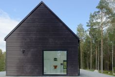 Villa Wallin by Erik Andersson Architects. I really like the simplicity of this house. The proportions of the window to the building are perfect. Modern House Design, Modern Interior Design, Villa Design, Design Room, Minimalist Interior, Home Design, Interior Ideas, Interior Decorating, Design Ideas