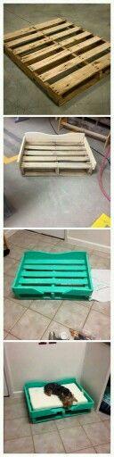 Cama para perros o gatos hecha con un palet reciclado.