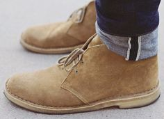 Clarks Desert Boots are the daddy of all casual footwear Desert Boots, Clarks Desert Boot, Look Fashion, Men Fashion, Fashion Shoes, Gentleman Fashion, Elegance Fashion, Nail Fashion, Fashion News