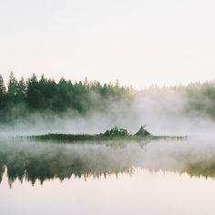 #lake #finnishlakes #discoverfinland #lakesoffinland #finland #järvi #järvimaisema #suomenluonto #luonto  #nature #outdoors  #järvenranta #smog #usva