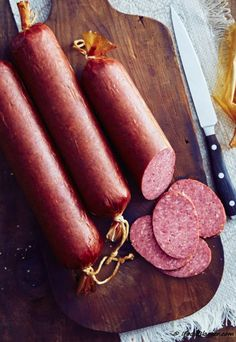 Homemade summer sausage - step by step illustrated instructions. Homemade Summer Sausage, Summer Sausage Recipes, Homemade Sausage Recipes, Venison Recipes, Venison Summer Sausage Recipe, Jerky Recipes, Smoker Recipes, Homemade Food, Salami Recipes