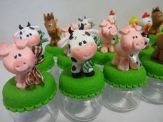 kit Fazendinha 50un                                                                                                                                                                                 Mais Barnyard Party, Farm Party, Polymer Clay Animals, Fimo Clay, Clay Crafts, Crafts To Make, Farm Cake, Fondant Animals, Barnyard Animals