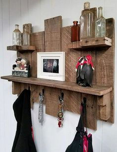 The style of the repurposed wooden pallet key rack combo shelves is presented here as you can see that the pallets are not attached to each other at the same level, some pallets are above while the others are below to make a unique design.