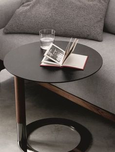 Round side table with pole in solid canaletta walnut, metal base and top in wood, in back-coated glass or in Rock.