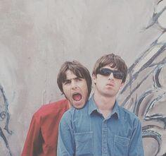 Great Bands, Cool Bands, Brit Pop Music, Liam Gallagher Noel Gallagher, Oasis Music, Oasis Band, Best Rock Bands, Britpop, Music Memes