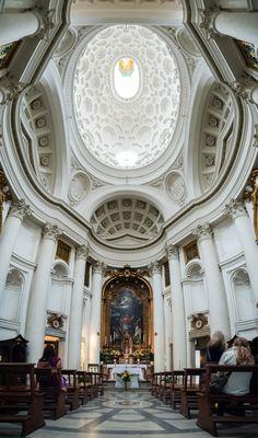 San Carlo alle Quattro Fontane: Es una iglesia construida en Roma para los hermanos de origen español de la Orden de los Trinitarios. Fue diseñada por el arquitecto suizo Francesco Borromini (1599-1677), es una de las piezas maestras de la arquitectura barroca / Por José Garrido - Flickr