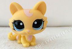 LPS LITTLEST PET SHOP #1090 Yellow Cat w/ pink hair & Blue Eyes #Hasbro