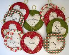 Use old CDs to make Christmas ornaments Christmas Sewing, Christmas Love, Homemade Christmas, Christmas Projects, Holiday Crafts, Cd Crafts, Felt Crafts, Diy And Crafts, Felt Decorations