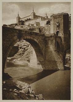 https://flic.kr/p/87MG5S | Puente de Alcántara y Alcázar hacia 1915. Fotografía de Kurt Hielscher. | Comentada en mi blog Toledo Olvidado en la entrada toledoolvidado.blogspot.com/2010/06/toledo-hacia-1915-fot...