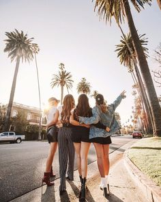 friends photography Why Having More Than One Best Friend is Okay Photo Best Friends, Best Friend Photos, Cute Friends, Best Friend Goals, Best Friends Forever, Three Best Friends, Friends Girls, Friend Poses Photography, Maternity Photography
