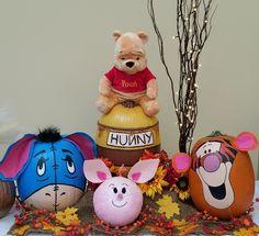 Winnie the Pooh and Friends painted pumpkins. Eeyore, Hunny Pot, Pigle, and Tigger. Pumpkin Painting, Pumpkin Art, Cute Pumpkin, Pumpkin Ideas, Pumpkin Designs, Pumpkin Carvings, Winnie The Pooh Pumpkin, Winnie The Pooh Themes, Disney Pumpkin