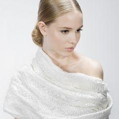 Noivas quentinhas - capa quente para noiva por Jesus Peiró #casarcomgosto