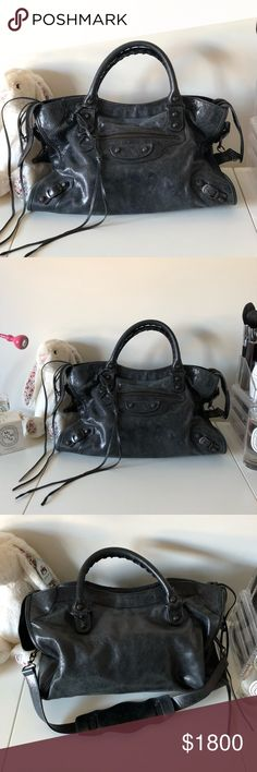 Balenciaga Classic City Tote M Black lambskin medium tote, ultimate daywear staple  Biker style and goes with all kinds of outfits  Used but in very good condition Balenciaga Bags Totes