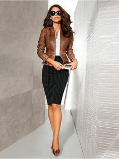 Pencil Skirt Outfits // Casual Skirt Outfits // How to wear skirt outfits // Fashion casual outfits // Trending women's Clothes // Office outfits ideas Business Casual Outfits, Professional Outfits, Business Fashion, Classy Outfits, Business Chic, Young Professional, Office Outfits, Office Wear, Trendy Outfits
