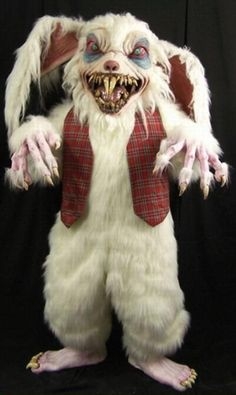 Do you want to show off a scary Halloween costume this year? Then you should check out these 25 most terrifying Halloween costumes. Terrifying Halloween Costumes, Rabbit Halloween, Creepy Halloween Costumes, Theme Halloween, Halloween Masks, Halloween Ideas, Halloween 2018, Scary Clowns, Adult Halloween