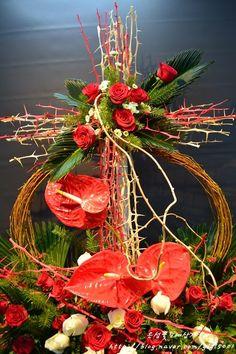 [인천꽃도매 시장 은성꽃도매상가 ] 2018년 3월 넷째주 성전꽃꽂이 -고난주일 / 고난주간 : 네이버 블로그 Art Floral, Floral Design, Large Flower Arrangements, Church Flowers, Centerpieces, Table Decorations, Diy Fashion, Projects To Try, Bouquet