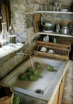 Love this sink! Love this sink! Love this sink! Love this sink! Rustic Kitchen Sinks, Farmhouse Sinks, French Kitchen, Vintage Kitchen, Funky Kitchen, Vintage Sink, Bohemian Kitchen, Kitchen Industrial, Nice Kitchen