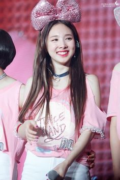 TWICE Nayeon's hair has grown longer than ever — Koreaboo Kpop Girl Groups, Korean Girl Groups, Kpop Girls, Twice Fanart, Nayeon Twice, Tzuyu Twice, Hirai Momo, Im Nayeon, Dahyun