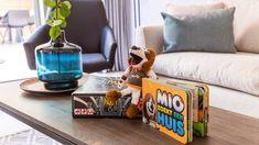 Mio is ons vriendelijke, grote huisdier die op Dormio Resort Maastricht woont. Mio houdt heel erg van gezelligheid. Met zijn korte pootjes en lange oren ziet hij er grappig uit. En aan zijn iets te dikke buik kun je zien dat hij van lekker eten houdt. Hij is op Dormio Resort Maastricht dus helemaal op zijn plek. Oren, Resorts, Home Appliances, House Appliances, Vacation Resorts, Appliances, Beach Resorts, Vacation Places