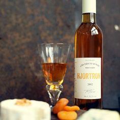 Grythyttan Hjortron – Grythyttan Vin Spirit Quotes, Whiskey Bottle, Berries, Wine, Drinks, Food, Drinking, Beverages, Eten