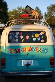 New campers bus flower power Ideas Volkswagen Bus, Volkswagen Transporter, Beetles Volkswagen, Wolkswagen Van, Van Vw, Camper Van, Happy Hippie, Hippie Life, Hippie Peace
