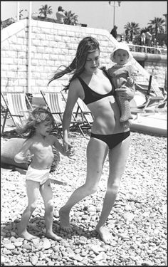 Jane Birkin, Charlotte and Kate at the beach so lovely