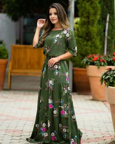 Image may contain: 1 person Modest Dresses, Modest Outfits, Stylish Dresses, Cute Dresses, Dress Outfits, Casual Dresses, Muslim Fashion, 80s Fashion, Modest Fashion