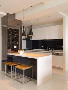 cuisine et îlot minimalistes: lignes droites et formes carrées