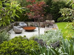 Have you ever heard about a Sunken garden? If you are familiar with an English garden style then you might now what it is. The Sunken garden is a formal, traditional English-style garden which is a… Back Gardens, Small Gardens, Outdoor Gardens, Australian Garden Design, Australian Native Garden, Contemporary Garden Design, Small Yard Landscaping, Landscaping Images, Outdoor Patio Designs