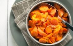 Sweet mandarin oranges are a great match for carrots in this flavorful side dish. Consider doubling the recipe for a holiday crowd. It's terrific at room temperature or quickly reheated on the stovetop, so you can easily make it up to two days ahead of ti Glazed Carrots, Vegetable Sides, Vegetable Side Dishes, Whole Food Recipes, Cooking Recipes, Healthy Recipes, Easy Cooking, Veggie Recipes, Kitchens