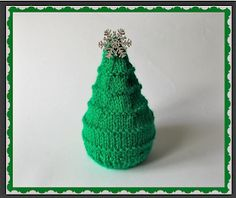 Another cute idea for a little gift this Christmas . Fill with a Terry's Chocolate Orange ~  Chocolate Orange CHRISTMAS TREE PatternDK knitting needles Using green yarn ~Cast on Orange Christmas Tree, Christmas Cover, Christmas Tree Pattern, Xmas Trees, Christmas Tree Chocolates, Christmas Chocolate, Frugal Christmas, Christmas Crafts, Christmas Ideas