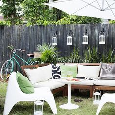 Is your backyard weekend-ready? We love going casual for a backyard bash but, there's nothing wrong with adding a little style and sophistication. Mixed with wood and lush greenery, white upholstery and patio furniture like the IKEA PS VÅGÖ chair just screams summer. Finish the look off with some patterned cushions, and you're all ready for the long weekend. Shop this image by clicking link on bio.