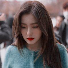red velvet from the story kpop icons by cherryzbxmb (𝒋𝒖𝒏𝒈𝒘𝒐𝒐 𝒓𝒆𝒚 𝒑𝒂𝒕𝒓𝒐́𝒏 𝒕𝒆 𝒂𝒎𝒐) with 86 reads. Seulgi, Red Velvet Irene, Black Velvet, K Pop, Peek A Boo, Korean Beauty, Ulzzang Girl, Kpop Girls, Korean Girl