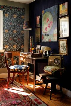 There's more to Danish style than blond wood and clean lines. Designer and journalist Isabella Smith's home near Copenhagen. Vintage radio and William Morris wallpaper Decor, House Interior, Vintage House, William Morris Wallpaper, Diy Home Decor, Home, Interior, Morris Wallpapers, Home Decor