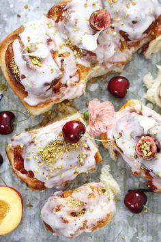 Snurrer med vaniljekrem og bringebær - Ida Gran Jansen Kitchenaid, Scones, Camembert Cheese, Biscuits, Pancakes, Muffins, Cherry, Rolls, Baking