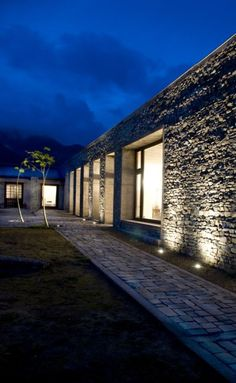 Fachada Colonial, External Lighting, Forest House, Earthship, Flat Roof, Outdoor Lighting, Farmhouse, Cottage, House Design