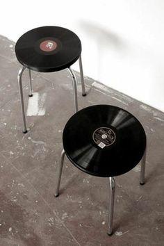 vintages réalisés à partir de disques vinyles Vintage chairs made with old vinyles! They rock!Vintage chairs made with old vinyles! They rock! Banco Vintage, Vintage Chairs, Vintage Industrial, Kitchen Industrial, Vintage Modern, Industrial Design, Retro Vintage, Handmade Home Decor, Diy Home Decor