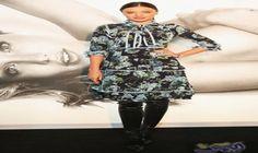 ميراندا تظهر في فستان أسود بأكمام مطبوعة…: ظهرت ميراندا كير في متجر كورا أوجانكس للمرة الثانية، الاثنين، وارتدت زوجًا من الاحذية السوداء…